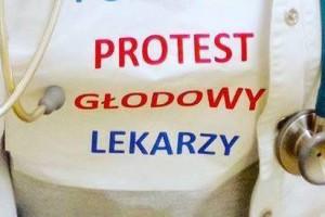 Protest medyków trwa. Dołączyli do niego pracownicy płockiego szpitala