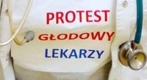 Pawłowicz o proteście rezydentów - kto finansuje ich koszulki?