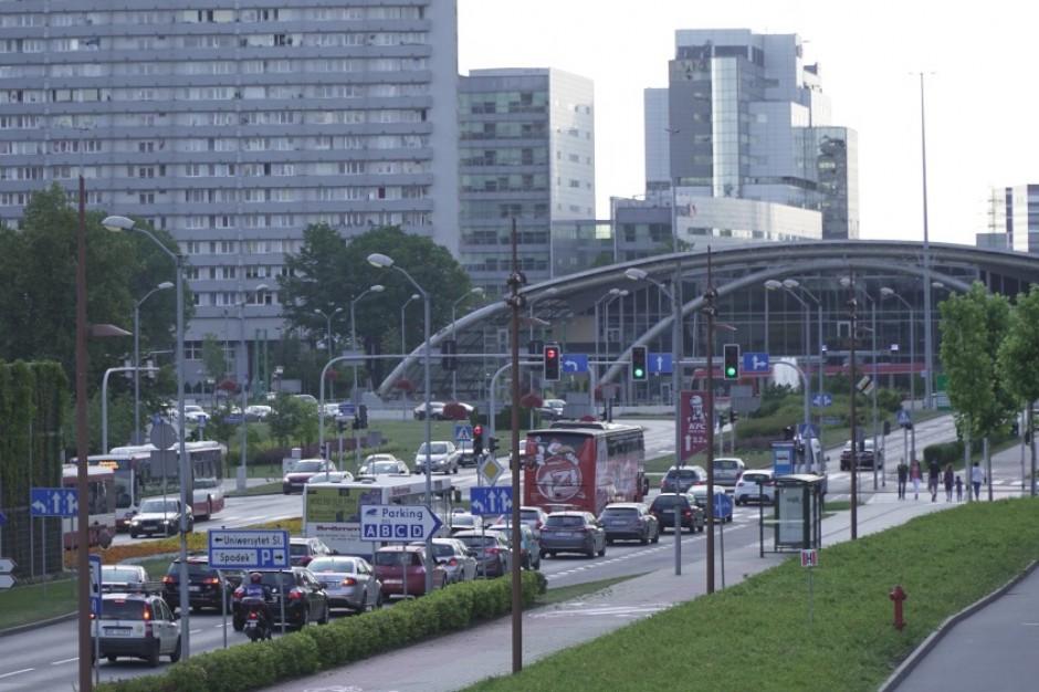 Gęstość zaludnienia i koncentracja przemysłu wśród przyczyn licznych zakażeń w Śląskiem