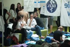 Rezydenci kończą  protest głodowy i zapowiadają masowe wypowiadanie klauzuli opt-out