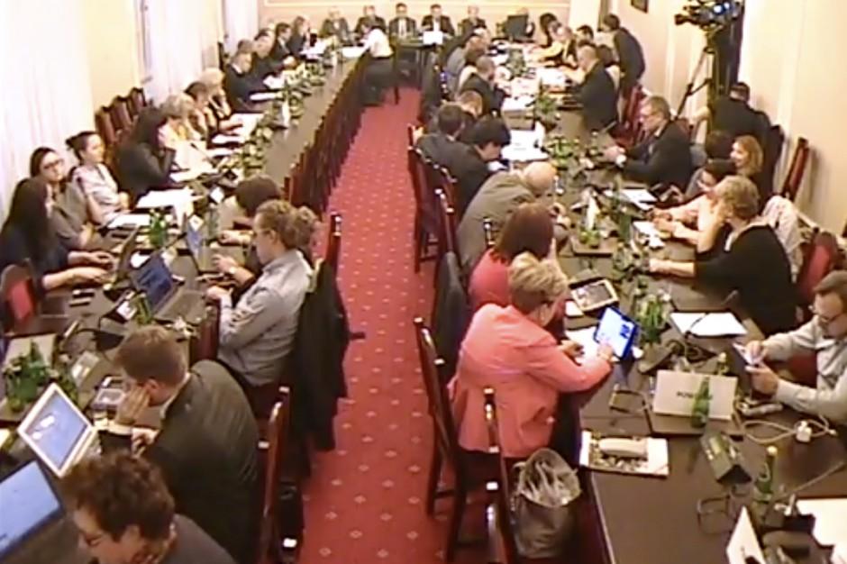 Sejm: komisja przyjęła rządowy projekt zwiększenia wydatków na zdrowie