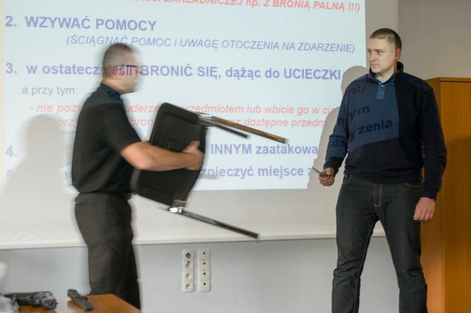 Katowice: ratownicy uczą się, jak radzić sobie z agresją pacjentów
