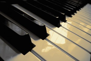 """Technologie: muzyczna koszula pozwala niesłyszącym """"poczuć"""" dźwięk"""