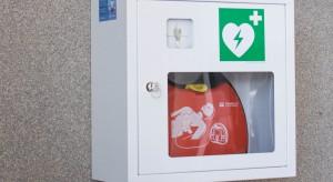 Rzeszów: pierwszy defibrylator AED na przystanku autobusowym