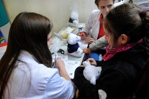 Studenci medycyny o HIV, raku, cukrzycy i... leczeniu pluszowych misiów