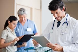 Prywatne szpitale i przychodnie zachęcają do korzystania z rozwiązań telemedycznych