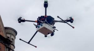 Dronami i konno policja sprawdza przestrzeganie przepisów dot. walki z kornawirusem