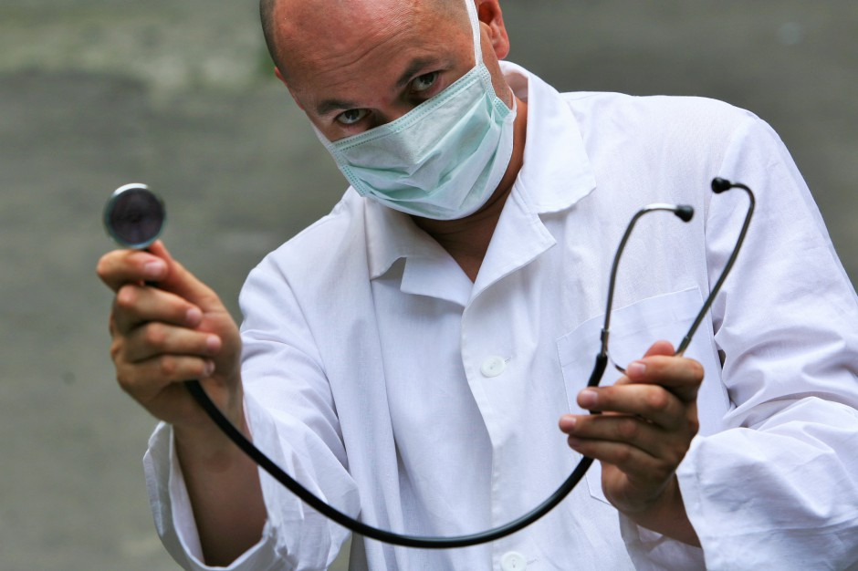 """Kontrola zwolnień lekarskich: ZUS """"postraszył"""" pracodawców, że to ich obowiązek"""