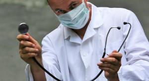 Leszno: śmierć pacjenta w pobliżu przychodni, zbyt późna pomoc lekarska?