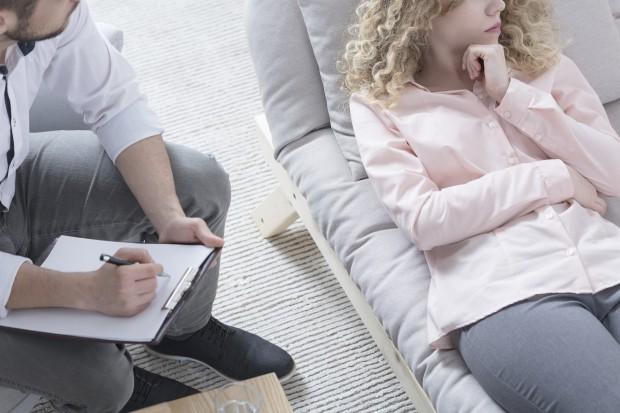 Naukowcy: wczesna miesiączka zwiększa ryzyko problemów zdrowia psychicznego
