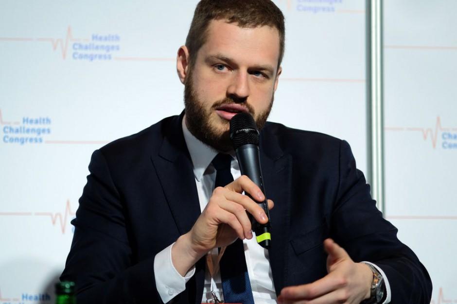 Wiceminister Cieszyński: mniej papieru i pieczątek, więcej informatyzacji