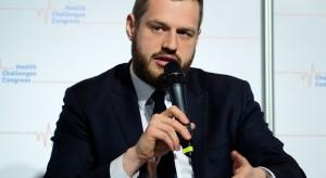 Wiceminister Cieszyński: dziennie lekarze wystawiają już 50 tysięcy e-recept