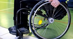 Głosujący w wyborach niepełnosprawni mogą skorzystać z szeregu uprawnień