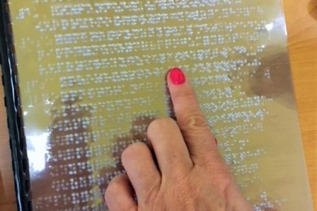 Zawiercie: szpital otrzymał Karty Praw Pacjenta napisane alfabetem Braille'a
