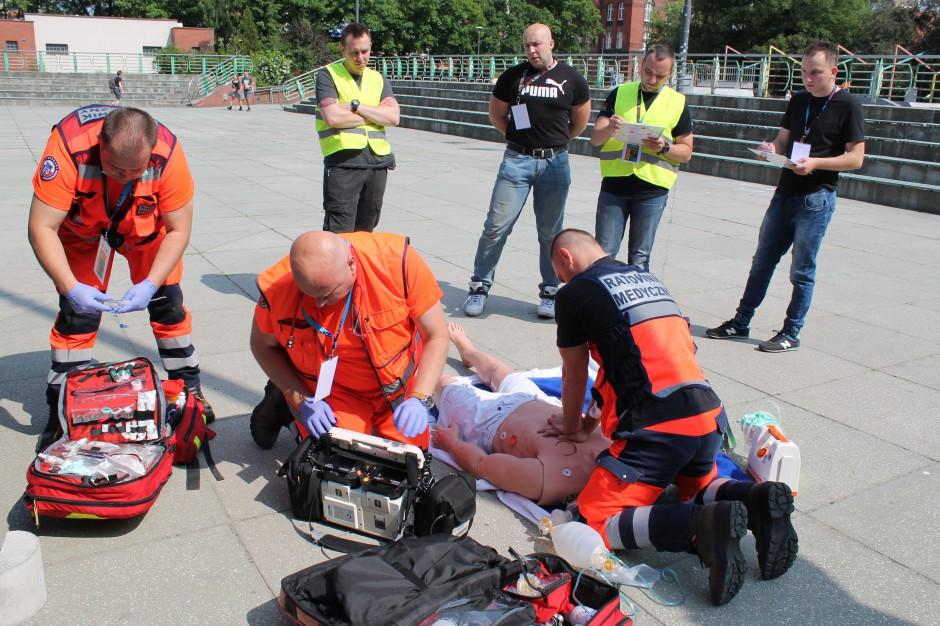 Warszawa: symulacja wypadku autokaru z dziećmi w ramach ćwiczeń ratowniczych