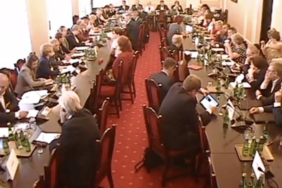 Sejm: będzie łatwiejszy dostęp do służby zdrowia dla b. deportowanych