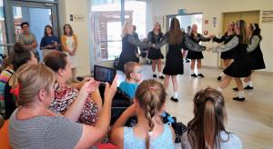 Olsztyn: Irlandczycy zatańczyli dla małych pacjentów