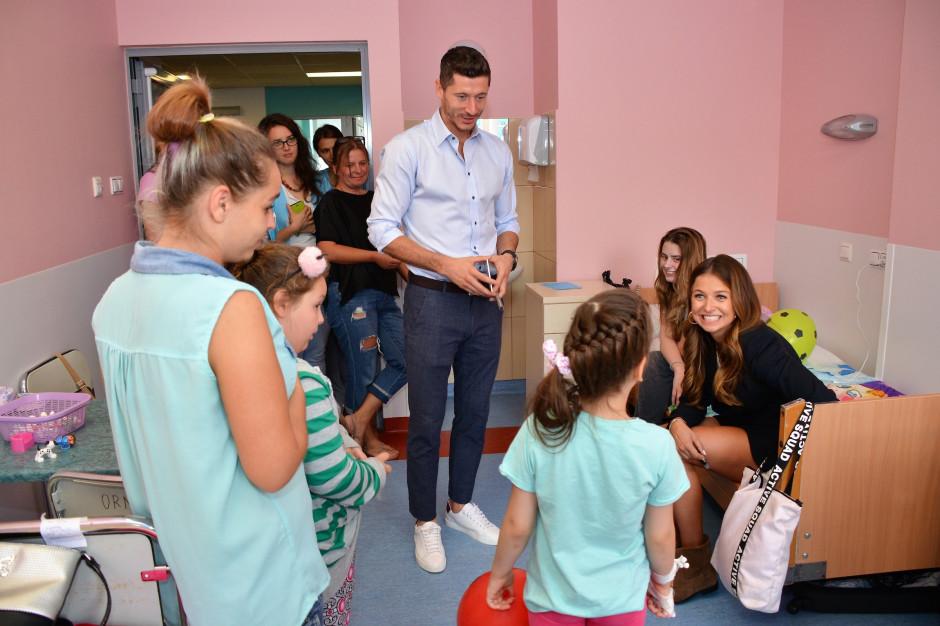 Lewandowscy wsparli remont kliniki w Centrum Zdrowia Dziecka. Która następna?