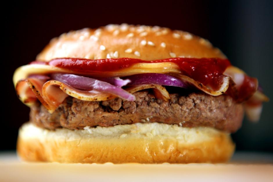 Badanie: częste spożywanie fast foodów zwiększa ryzyko zawału serca