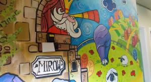 Częstochowa: zamki i smoki na ścianach oddziału dziecięcego