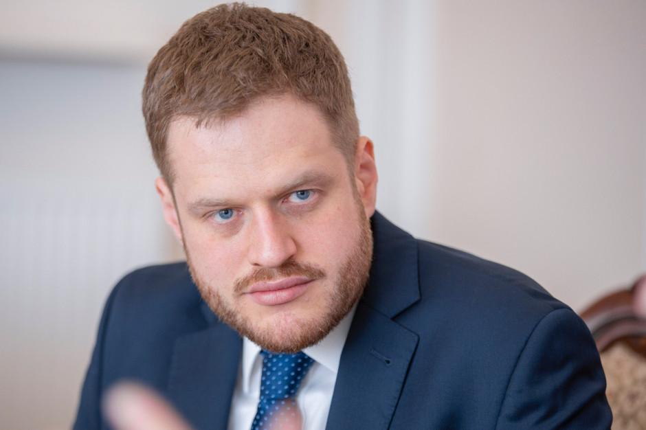 Cieszyński o zawiadomieniu do prokuratury ws. maseczek bez atestów