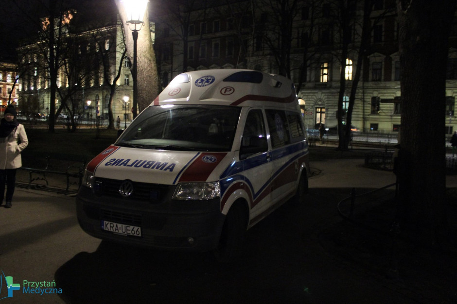 Kraków: karetka na Plantach ma ratować zdrowie i życie bezdomnych