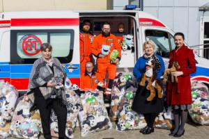 Krakowskie Pogotowie Ratunkowe dostało 2,5 tys. pluszaków dla swoich pacjentów