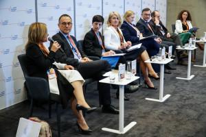 """HCC 2019: sesja """"Stwardnienie rozsiane - możliwości terapeutyczne i docelowy model organizacyjny opieki nad pacjentami z SM w Polsce"""""""