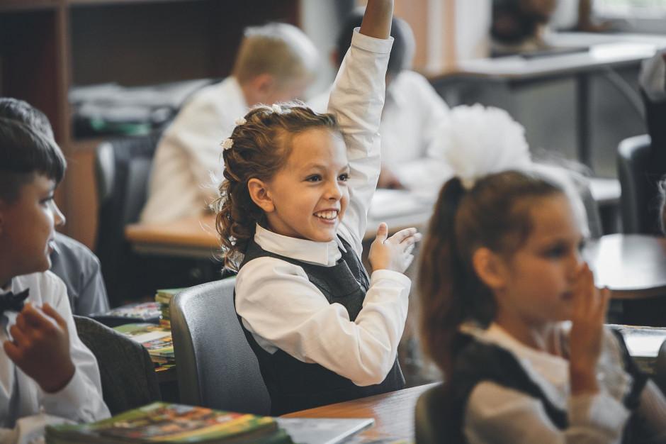 Strach przed pandemią nie zwalnia ze szkoły