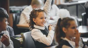 """""""Rzeczpospolita"""": szkoły nie chcą odpowiadać za COVID u nauczycieli 60 plus"""