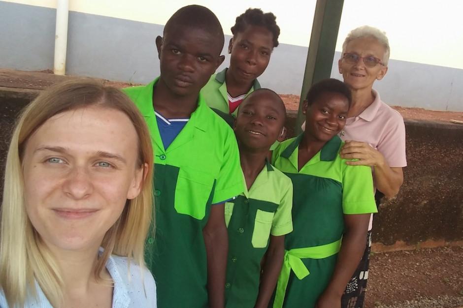 Polscy protetycy słuchu pomogą głuchym dzieciom w Kamerunie