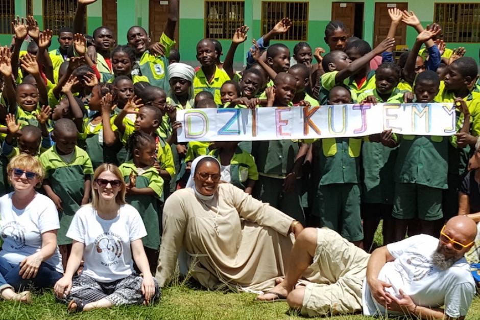 Wolontariusze z Poznania pomogli głuchoniemym dzieciom w Kamerunie