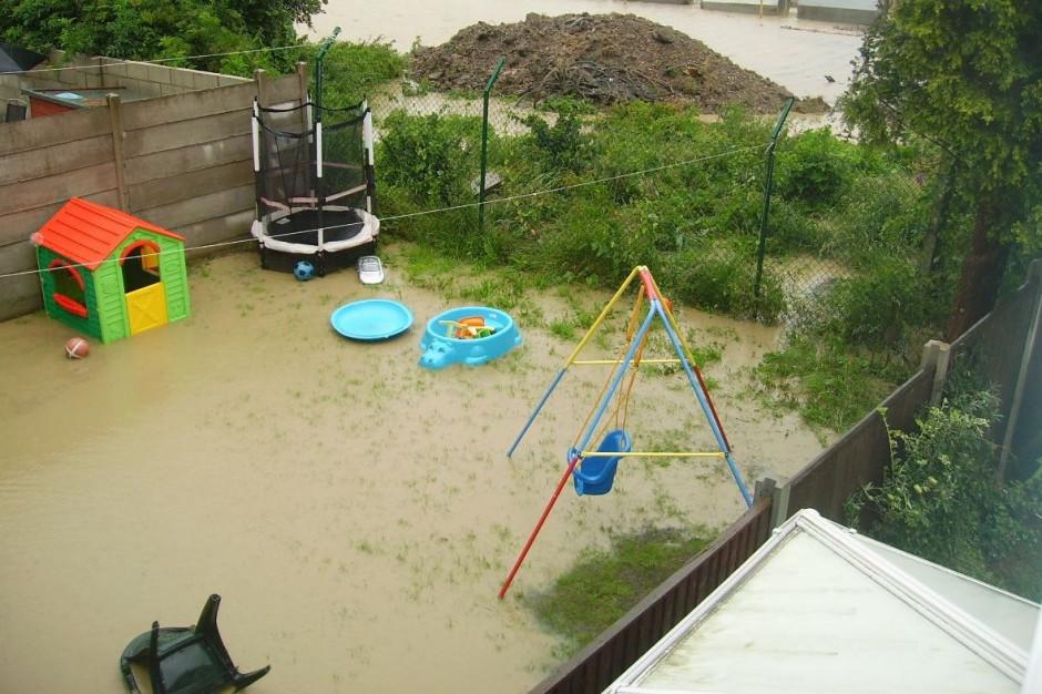 Sanepid: fala powodziowa niesie zanieczyszczenia; studnie trzeba oczyścić i wydezynfekować