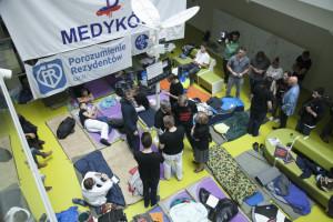 Fizjoterapeuci i diagności wstrzymują protest głodowy