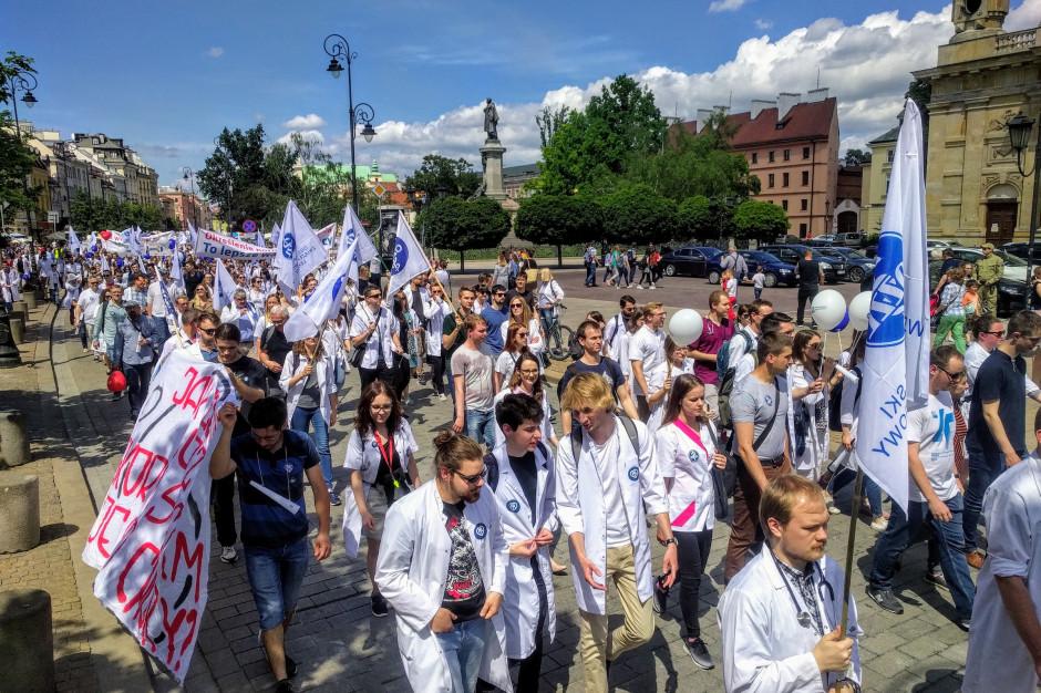 Zaostrzenie kar za błędy medyczne: lekarze rozważają różne formy protestu