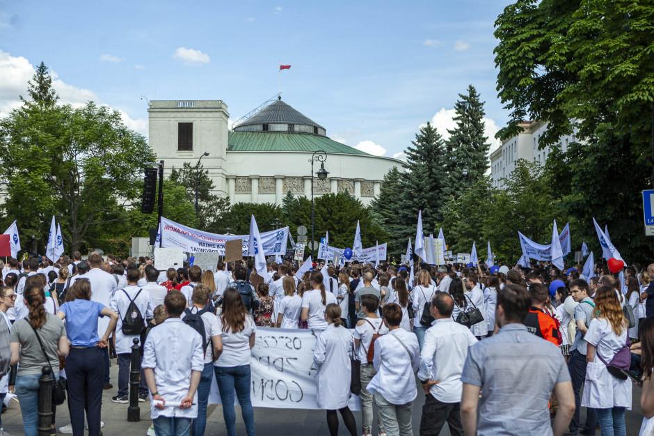 Młodzi lekarze znów chcą wyjść na ulice