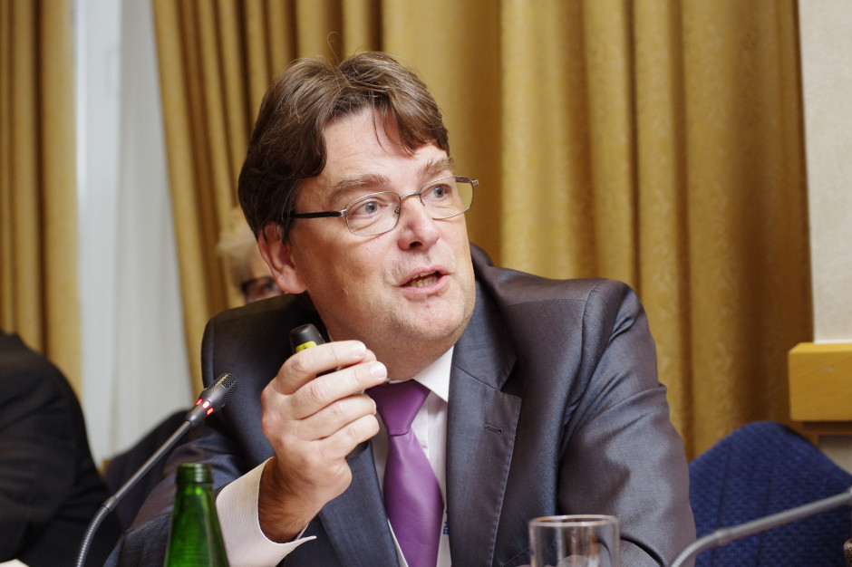 Prof. Szenborn: oby potwierdziły się deklaracje firmy Pfizer o skuteczności szczepionki przeciw COVID-19