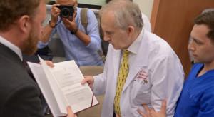 Zabrze: prof. Marian Zembala odznaczony Medalem Stulecia Odzyskanej Niepodległości