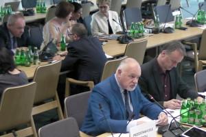 Sejmowa komisja zdrowia: niewiele brakuje do 100 mld zł na świadczenia w 2020 r.