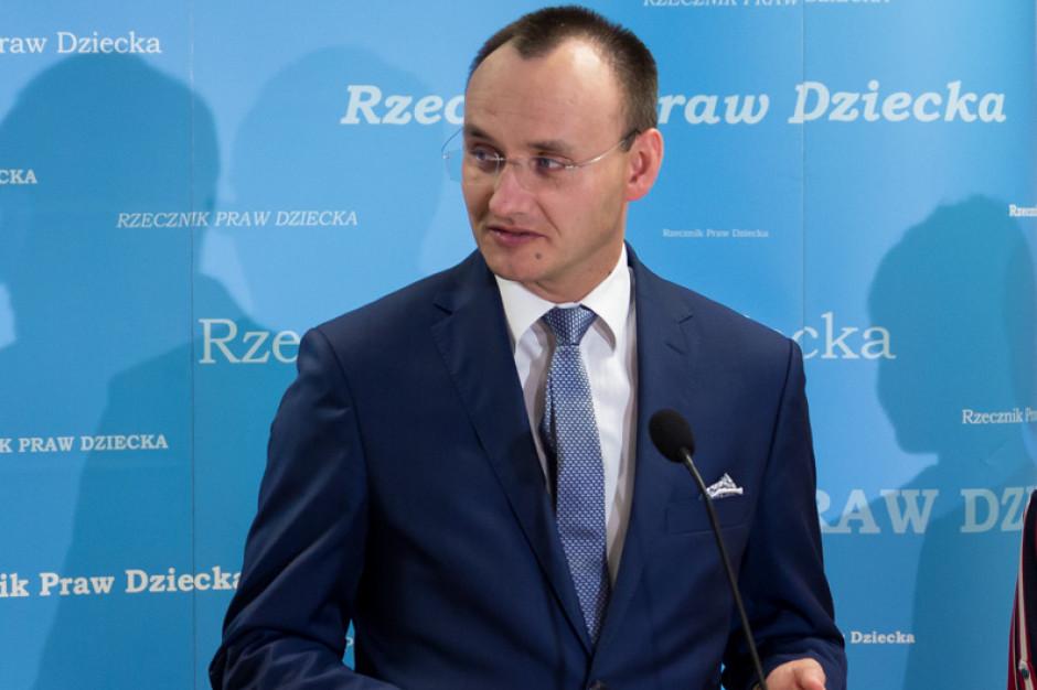 RPD zawiadomił prokuraturę o nielegalnej sprzedaży leków wspomagających modyfikację płci