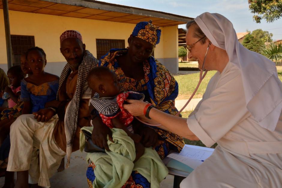Fundacja Redemptoris Missio wysyła opatrunki i leki do RŚA i Kamerunu