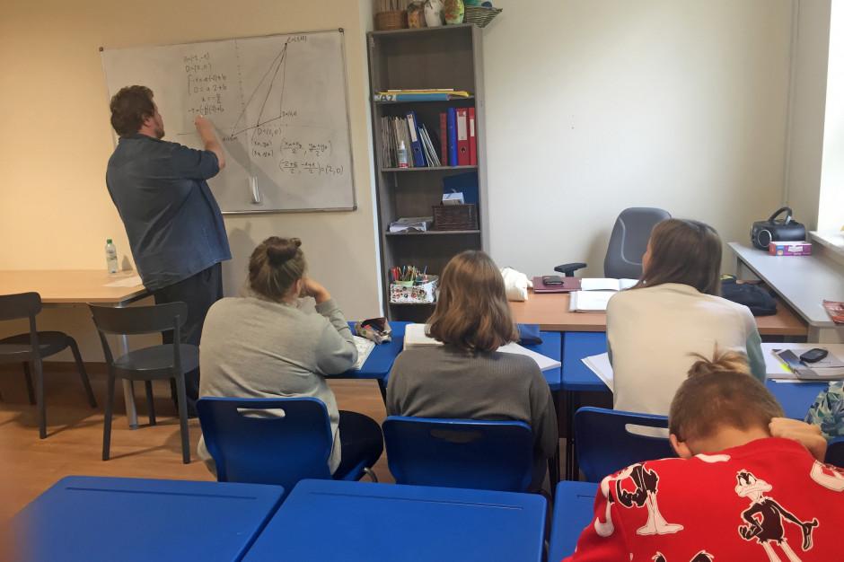 W Szpitalu Rehabilitacyjnym w Konstancinie uruchomiomo szkołę przy oddziale dziecięcej psychiatrii