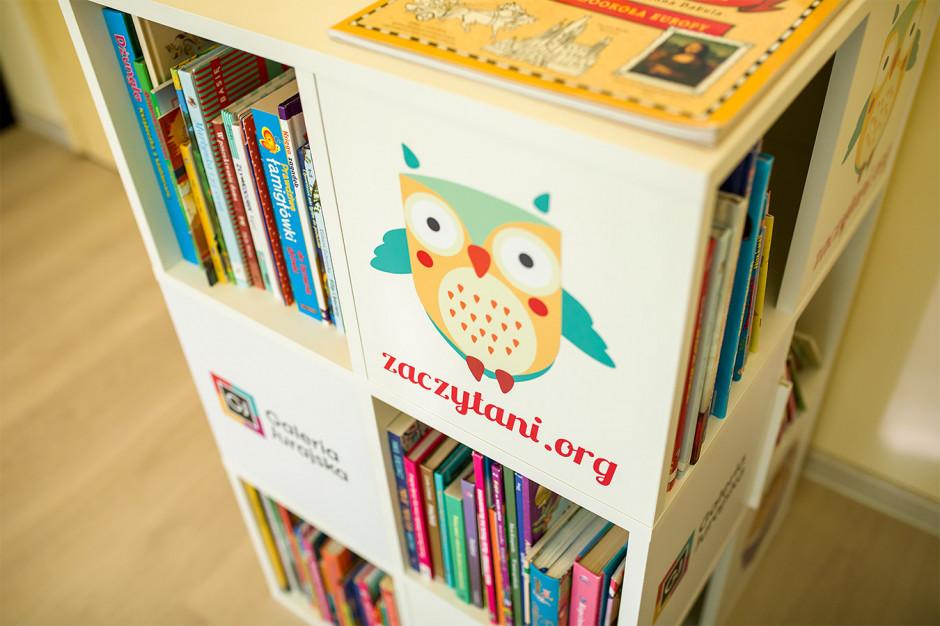 Częstochowa: książki trafiły do 10 szpitalnych bibliotek