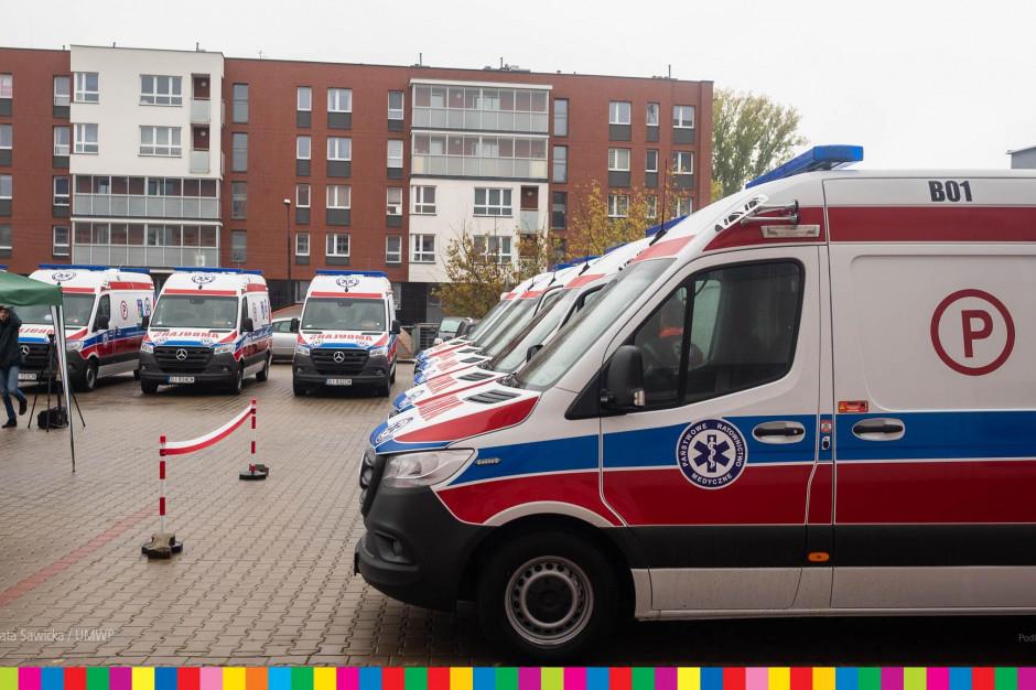 Białystok: stacja pogotowia ma dziesięć nowych ambulansów medycznych