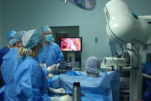 Mistrzowie laparoskopii z ŚCO szkolili kolegów