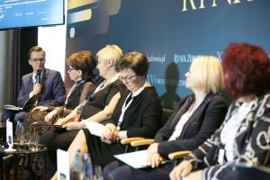 """XV Forum Rynku Zdrowia: sesja """"Innowacyjne leczenie zakażeń HIV - współpraca lekarza i pacjenta"""""""