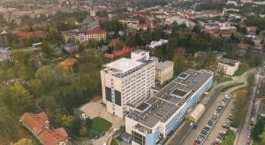 Śląskie: nowe zakażenia i dobre wieści - matka z dzieckiem zdrowi opuścili szpital