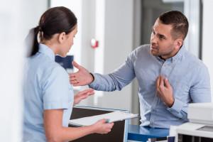 Agresja wobec pielęgniarek: groźby, szturchania, popychania. Chcą specjalnych procedur
