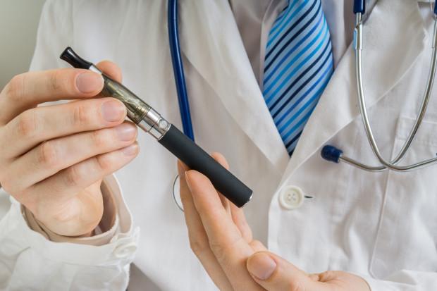 Czy e-papierosy pomagają rzucić palenie? Specjaliści są sceptyczni