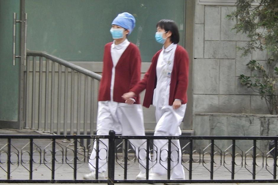 """Chiny: sprzeciw wobec """"propagandy"""" z ciężarną pielęgniarką w czasie epidemii"""